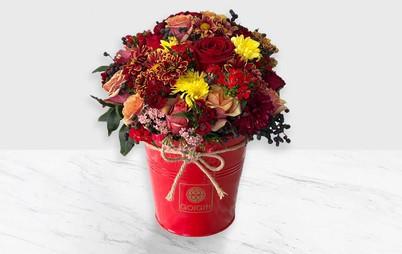 سطل گل قرمز