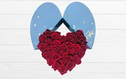 گل رز زرشکی در باکس قلبی