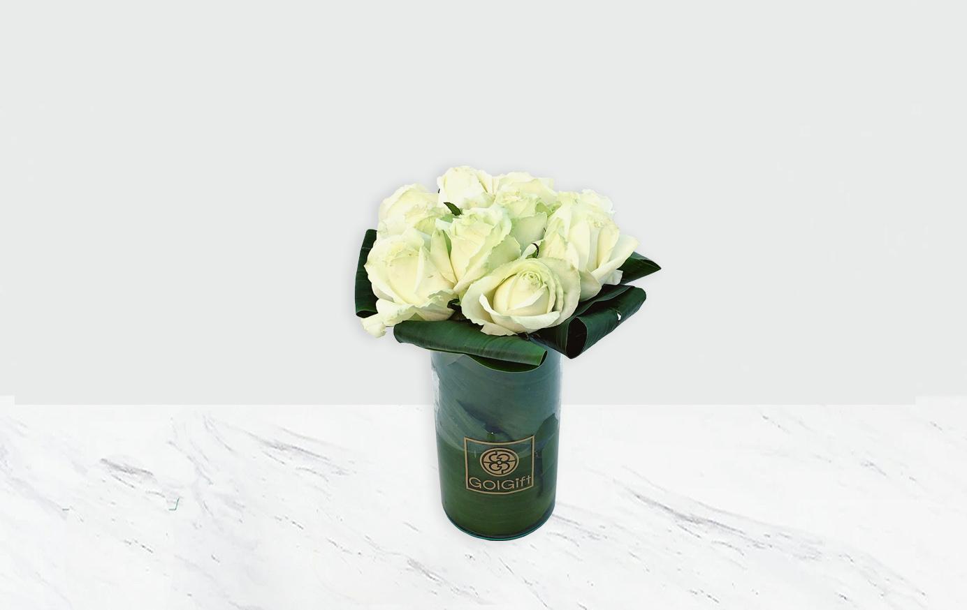 گلدان شیشه ای رز سفید